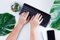 Espace de travail plat de siège social de configuration Images libres de droits