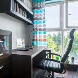 Espace de travail près de fenêtre Image libre de droits