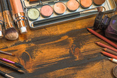 Espace de travail professionnel de visagiste Outils de maquillage Image libre de droits