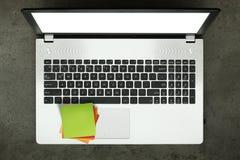 espace de travail sur la table concrète comme concept Photographie stock