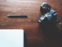 Espace de travail sur la table en bois Photos libres de droits