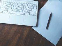 Espace de travail sur la table en bois Image libre de droits