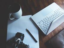 Espace de travail sur la table en bois Image stock