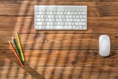Espace de travail vide sur la table en bois Image libre de droits