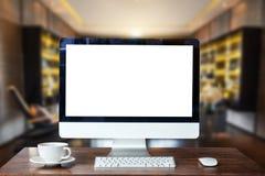 Espace de travail de vue de face avec l'ordinateur, image stock