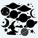 Espace extra-atmosphérique : la lune avec les cratères, l'étoile, la planète Saturn et UFOs Photographie stock libre de droits
