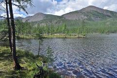Espace libre du nord de lac photo : les montagnes, le ciel, l'eau Image libre de droits