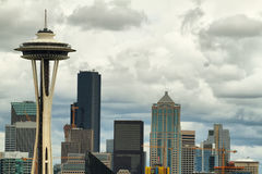 Espacez l'aiguille et d'autres bâtiments d'horizon de Seattle Photographie stock libre de droits