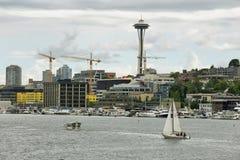 Espacez l'aiguille et d'autres bâtiments d'horizon de Seattle Photographie stock