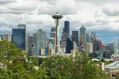 Espacez l'aiguille et d'autres bâtiments d'horizon de Seattle Images libres de droits