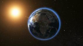 Espacez la vue sur terre de planète et le Sun en univers Photo libre de droits
