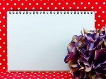 Espacez le fond avec le beau bouquet de fleur artificielle d'hortensia Photographie stock
