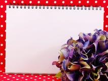 Espacez le fond et le beau bouquet de fleur artificielle d'hortensia Photographie stock libre de droits