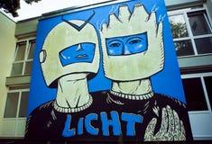 Espacez les astronautes, graffiti inconnu d'artiste sur le mur en béton Image libre de droits