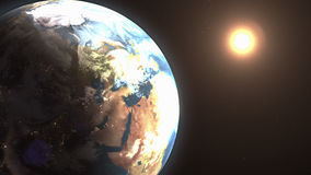 Espacie el paisaje del sol que sube detrás de la tierra Imagenes de archivo