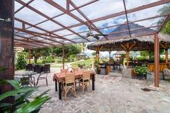 Espacio único y abierto restorant en Sumatra del norte Indonesia Foto de archivo