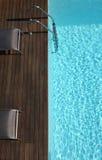 Espacio al aire libre con una piscina Foto de archivo