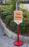 Espacio de aparcamiento señalado para el votante imágenes de archivo libres de regalías