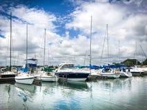 Espacio de estacionamiento del barco en un día de verano imágenes de archivo libres de regalías