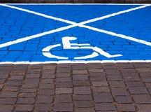 Espacio de estacionamiento para las personas discapacitadas Imágenes de archivo libres de regalías