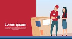Espacio de la copia de la bandera del servicio de los posts del paquete de Man Box Delivery del mensajero del documento de la mue Imagen de archivo libre de regalías
