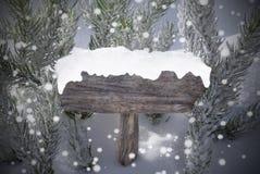 Espacio de la copia del árbol de abeto de los copos de nieve de la muestra de la Navidad Imagen de archivo