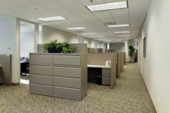 Espacio de oficina con los cubículos Fotografía de archivo libre de regalías