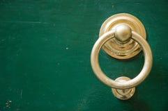Espacio de oro de la copia del golpeador de puerta Imagenes de archivo