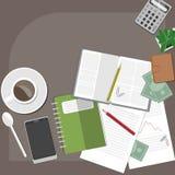 Espacio de trabajo con café y dinero Fotografía de archivo libre de regalías