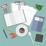 Espacio de trabajo con café y la planta Fotografía de archivo libre de regalías
