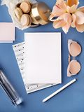 Espacio de trabajo con el cuaderno elegante Fotografía de archivo