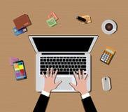 Espacio de trabajo con smartphone del café del ratón del teclado de ordenador Imagenes de archivo