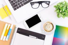 Espacio de trabajo creativo del escritorio foto de archivo libre de regalías