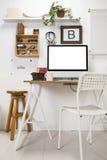 Espacio de trabajo creativo moderno. Imagen de archivo libre de regalías