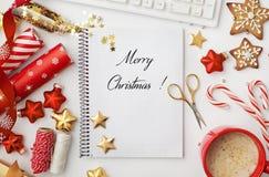 Espacio de trabajo de la Navidad imagen de archivo libre de regalías