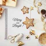 Espacio de trabajo de la Navidad con el cuaderno Fotos de archivo libres de regalías