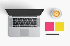 Espacio de trabajo moderno con la taza de café, smartphone, papel, cuaderno, t Fotos de archivo libres de regalías