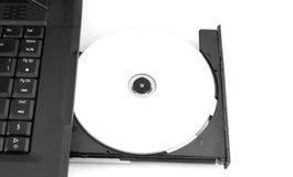 Espacio en blanco de Dvd en la bandeja de computadora portátil fotos de archivo libres de regalías