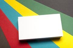 Espacio en blanco de la tarjeta de visita sobre fondo abstracto colorido Maqueta de marcado en caliente de los efectos de escrito Foto de archivo libre de regalías
