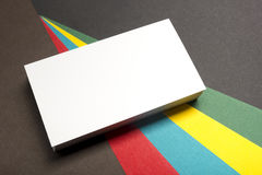 Espacio en blanco de la tarjeta de visita sobre fondo abstracto colorido Maqueta de marcado en caliente de los efectos de escrito Fotografía de archivo libre de regalías