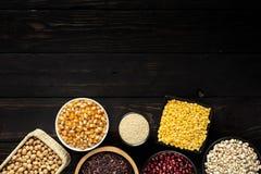 Espacio en blanco del producto de cereal en la madera Fotos de archivo