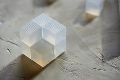 Espacio en blanco para hacer el jabón con sus manos en la forma de un cubo Fabricación de jabón base foto de archivo libre de regalías