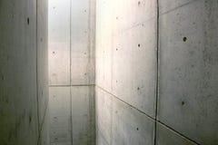Espacio incluido por los muros de cemento imagen de archivo libre de regalías
