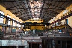 Espacio interior de la empresa metalúrgica solitaria vieja Imágenes de archivo libres de regalías