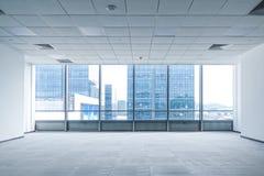 Espacio interior de la oficina vacía moderna en el edificio comercial fotografía de archivo