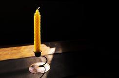 Espacio natural de la vela y de la copia de la cera de abejas Imagen de archivo