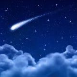 Espacio o cielo nocturno a través de las nubes Fotos de archivo