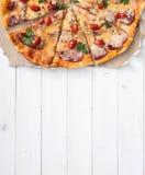 Espacio repartido delicioso de la pizza y del texto imágenes de archivo libres de regalías