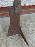 Espada del césped de la turba usada en un pantano en Irlanda imagen de archivo
