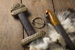 Espada e faca de Viking em uma pele Imagens de Stock Royalty Free